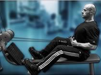 Jak ćwiczyć mięśnie grzbietu - przyciąganie linki wyciągu w siadzie
