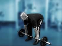 Jak ćwiczyć mięśnie grzbietu - martwy ciąg na prostych nogach