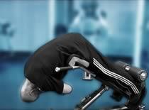 Jak ćwiczyć mięśnie grzbietu - unoszenie tułowia z opadu