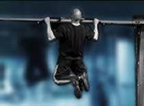 Jak ćwiczyć mięśnie grzbietu - podciąganie na drążku szerokim nachwytem
