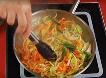 Jak zrobić makaron Chow Mein z kurczakiem