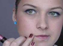 Jak zrobić szybki makijaż dzienny - w roli głównej kolorowa kreseczka