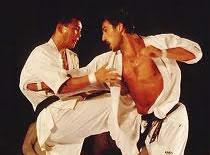 Jak bronić się w stylu Kyokushin - złapanie za rękę