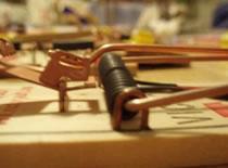 Jak zrobić katapultę z dwóch pułapek na myszy