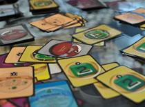 Jak pokonać przeciwnika w ciekawej grze żetonów Puzzle Strike