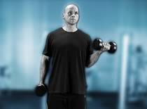 Jak ćwiczyć biceps - uginanie ramion z hantlami na stojąco