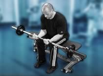 Jak ćwiczyć mięśnie ramion - uginanie nadgarstków w siadzie