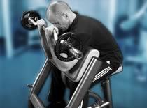 Jak ćwiczyć biceps - uginanie rąk ze sztangą na modlitewniku