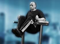 Jak ćwiczyć mięśnie brzucha - unoszenie nóg w podporze