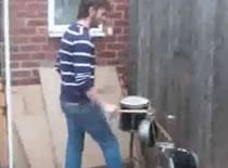 Jak zagrać na czymkolwiek, czyli perkusja Polaka w Anglii