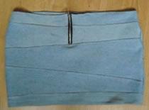 Jak przerobić jeansy na spódniczkę bandażową