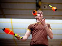 Jak nauczyć się żonglować