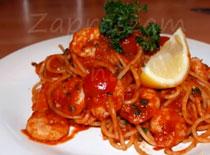 Jak zrobić spaghetti z krewetkami w sosie pomidorowym
