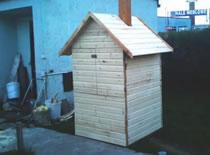 Jak zrobić drewnianą wędzarnię