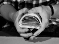 Jak wykonać sztuczkę Bent Card