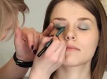 Jak wykonać makijaż dla nastolatki
