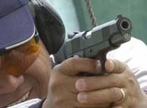 Jak zrobić pistolet na gumki z butelki i wykałaczek