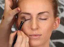 Jak wykonać makijaż w złocistych brązach