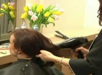 Jak wyprostować włosy falowane