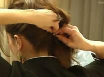 Jak zrobić lekką i swobodną fryzurę na włosach średniej długości