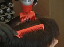 Jak wykonać farbowanie włosów, strzyżenie i lekko drapieżną stylizację