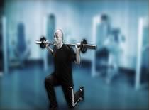 Jak ćwiczyć mięśnie nóg – wykroki ze sztangą