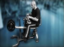 Jak ćwiczyć mięśnie nóg –  wspięcia na palce w siadzie