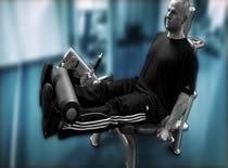 Jak ćwiczyć mięśnie nóg – prostowanie nóg w siadzie