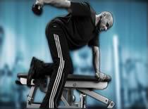 Jak ćwiczyć mięśnie ramion - prostowanie ręki ze sztangielką