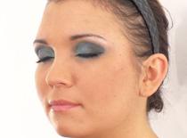 Jak wykonać wieczorowy makijaż w niebieskiej tonacji