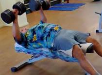 Jak ćwiczyć klatkę - ćwiczenie zapobiegające zerwaniu mięśni