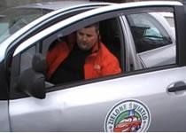 Jak wykonać manewr zawracania tyłem - kurs prawa jazdy