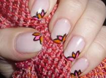 Jak wykonać wiosenny manicure - kwiatki