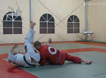 Jak wykorzystać kimono przeciwnika w walce - szkoła grapplingu