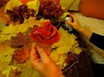 Jak zrobić malowane różyczki z liści klonowych