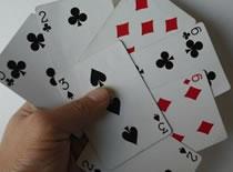 """Jak wykonać sztuczkę """"Topiąca się karta"""""""
