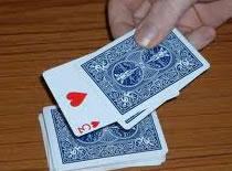 Jak wykonać sztuczkę z kartami i monetami