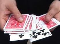 Jak wykonać sztuczkę z dmuchaniem w karty