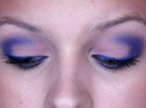 Jak zrobić matowy makijaż w różowo - niebieskich kolorach
