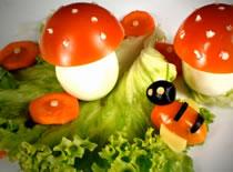 Jak zrobić muchomora z jajka i pomidora