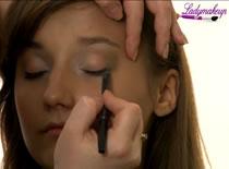 Jak zrobić makijaż oczu blisko osadzonych