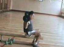 Jak ćwiczyć sztangą i sztangielkami w domu
