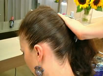 Jak upiąć kręcone włosy na gładko