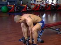 Jak ćwiczyć mięśnie klatki - wyciskanie sztangielek na ławce
