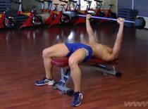 Jak ćwiczyć mięśnie klatki - sztanga w skosie dolnym