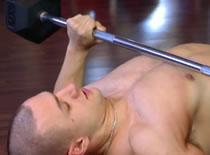 Jak ćwiczyć mięśnie klatki - sztanga na ławce poziomej