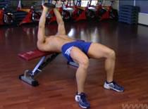 Jak ćwiczyć mięśnie klatki - przenoszenie sztangielki w leżeniu