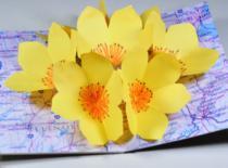 Jak wykonać otwieraną laurkę z kwiatami