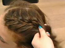 Jak zrobić luźne upięcie włosów z warkoczem
