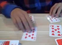 Jak wykonać sztuczkę z wyciągnięciem 2 kart z talii